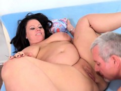Full Figured Babe Sucks a Cock and Fucks It