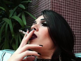 Sensual ts babe Grazi Cintuini smoking teasingly and gently