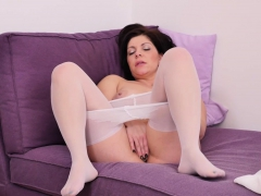 Euro and nyloned milf Nicol rubs her craving cunt