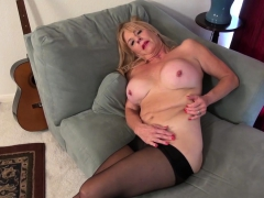 american-gilf-phoenix-skye-needs-to-rub-her-old-pussy