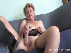mature-amateur-dildoing-pussy