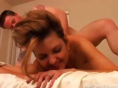 sexy-cougar-fucks-a-lucky-younger-guy
