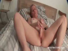 blonde-mature-pleasing-her-starving-cunt-with-dildo