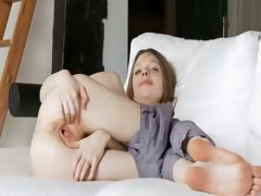 pussy-opening-of-extremely-skinny-girl