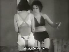 beautiful-girls-in-underwear-in-strange-action