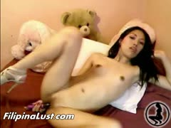 filipina-asian-slut-fingering-solo