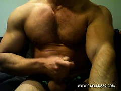 horny-muscled-bear-jerking-off-live