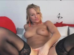 young-blonde-milf-masturbate-with-finger-on-live-webcam