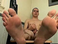 amateur-stud-showing-his-feet-while-masturbating