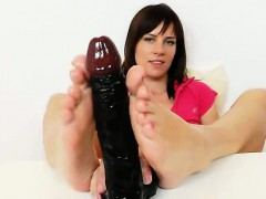 Leony Aprill Bare Feet Show Off