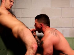 Well Built Stud Is Getting Dicksucked By Kinky Hunk