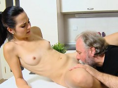 amateur-couple-screaming-squirt
