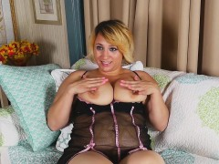 jewels-shows-you-her-gigantic-natural-breasts
