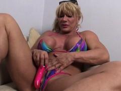 wildkat-masturbates-her-big-clit