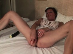 skinny-mature-fucks-her-cunt-with-vegetables