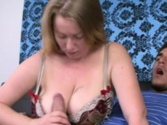 Closeup Tugging Milf Amateur With Huge Boobs