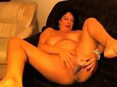 thick-and-busty-woman-fools-around