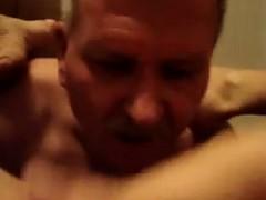 masturbating-mature-gets-her-pussy-licked