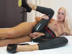 naughty-hotties.net – skinny blonde latex suit beggin for po