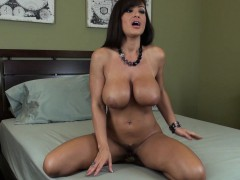 Bodacious mom Lisa Ann enjoys the sweet taste of her peach on a dildo