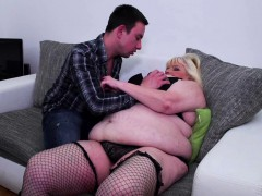 blonde mature bbw gets penetrated by a young guy