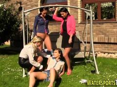 kinky-lesbians-urinating
