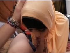 kinky arab in head scarf getting dat vagina finger blasted