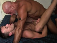 daddy-pierce-barebacks-young-colby