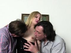 Reife Swinger German Swinger Enjoys A Dirty Threesome
