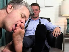 muscle-gay-foot-and-cumshot