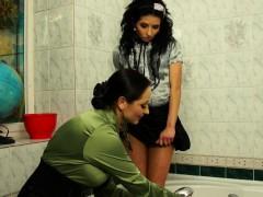 babes-have-wetlook-lesbian-fun-in-the-bath