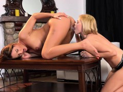 lesbian-piss-in-mouth-and-pussy