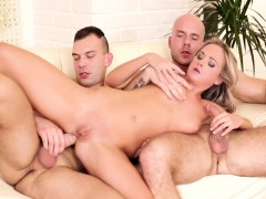 vinna getting her wet cunt cooked as the bi dudes fuck her