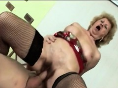 gorgeous gilf shakes her hips while riding a fat cock xxx.harem.pt
