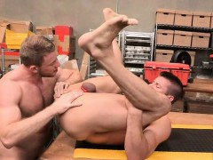 Muscle Bear Anal Rimming With Cumshot