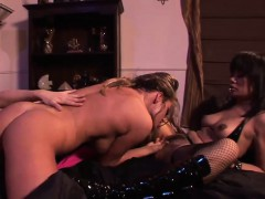 hot-lesbian-threesome-with-ravishing-starlets