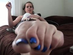 mya-diamond-and-sylvie-slut-enjoys-foot-fetish