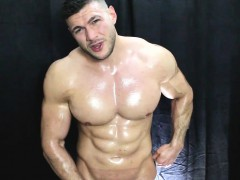 muscle-worship-muscleman-oiled-up-cock-fun