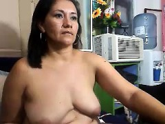 busty-amateur-fucking-machine-webcam
