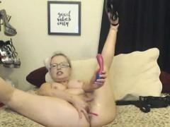 blonde-mom-with-glasses-masturbating