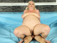 fat-bbw-catfights-before-cockriding-in-ring