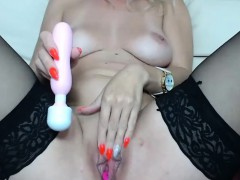 sensual-shaved-camgirl-solo-show-with-toy