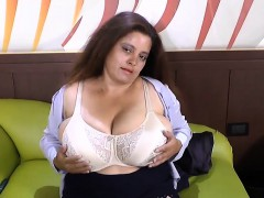 latinchili-mature-chubby-fingering-masturbation