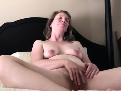 amateur-milf-playing-with-her-pussy