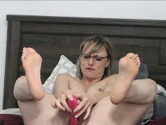 hairy-sexy-milf-pounding-her-pussy-and-sucking-her-feet