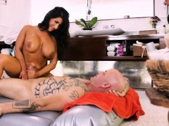 Big Boobs Masseuse Raven Hart Twat Banged By Her Client