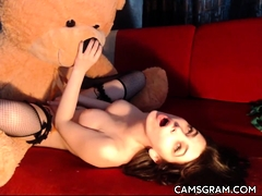slutty-busty-camwhore-filmed-herself-in-a-hot-solo-act