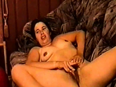 silf-holly-haris-from-birmingham-fingering-her-hairy-cunt