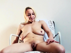 Trong Pumped Cunt Of Horny Teeny Box Looks Small Full Of