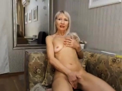 gorgeous-blonde-milf-plays-and-cums
